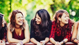 5 happy friends with hair of all different volumes and lengths for Sunsilk's Smooth and Manageable line page.